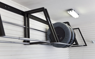 Хранение колес на стене