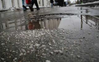 Чем поливают дороги в москве